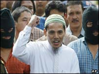 Amrozi arriving at the Jakarta courtroom
