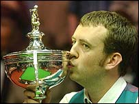 Mark Williams kisses the Embassy World Championship trophy