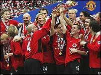 Mancester United players celebrate winning last season's Premiership title