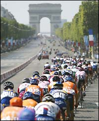 The peloton heads towards the Arc de Triomphe in Paris on the final stage