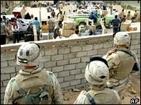 US troops watch looting in Baghdad