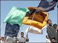 Shia worshippers march with flags through Najaf