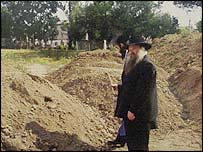 Rabbi Herschel Gluck at the excavation site
