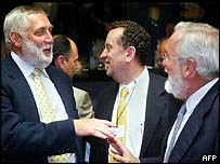 Franz Fischler (l) with Spanish Agriculture Minister Miguel Arias Canete (r)