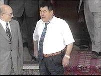 Turkmen President Saparmurat Niyazov (R)