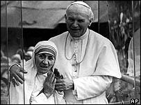 Pope John Paul with Mother Teresa on a visit to India