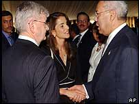 Germany's Joschka Fischer (L), Queen Rania of Jordan and Colin Powell at the WEF