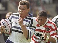 Bath's Jon Sleightholme tries to escape Jason Robinson, then playing league with Wigan
