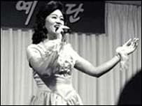 Ms Kim, a singer from the T'ongil Ye Sul Dan group of performance artists