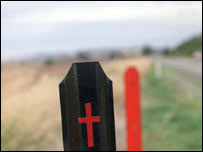 Death (black and injury (red) markers at the roadside in Australia
