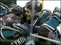Anaheim's match-winner Petr Sykora (left)