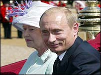 Queen and President Putin ride in a carriage