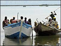 People fleeing Bunia by boat