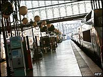 Empty platform at Gare du Nord