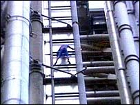 Alain Robert climbs Lloyds building