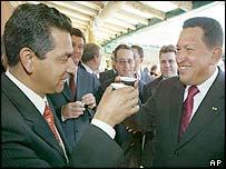 Ecuadorean President Lucio Gutierrez, (L), with Venezuelan counterpart Hugo Chavez