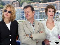 Patrice Chereau, poses for photographe with Meg Ryan and French Karin Viard