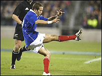Fredric Michalak launches a high kick for France