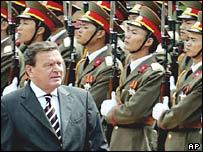 Chancellor Gerhard Schroeder in Vietnam