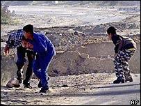 Palestinian youths duck as Israeli forces enter Beit Hanoun