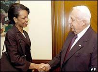 Condoleezza Rice shakes hands with Ariel Sharon