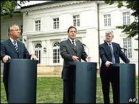 Chancellor Gerhard Schroeder (centre)