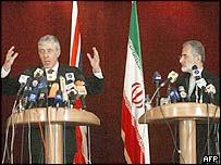 UK Foreign Secretary Jack Straw (left) and Iranian Foreign Minister Kamal Kharrazi