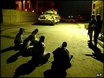 US forces guard those detained near Tikrit
