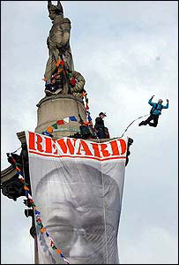 Pro-Tibet campaigner Gary Connery parachutes off Nelson's Column