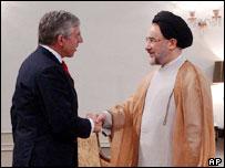 UK Foreign Secretary Jack Straw (left) and Iranian President Mohammad Khatami