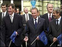 From left to right: Parliament speaker Pavol Hrusovsky, President Rudolf Schuster and Prime Minister Mikulas Dzurinda