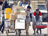 Looters in Baghdad