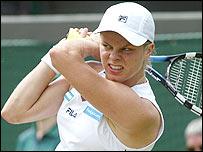 Kim Clijsters in action against Silvia Farina Elia