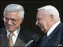 Abu Mazen and Ariel Sharon shake hands