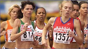 Kelly Holmes in the centre of a race