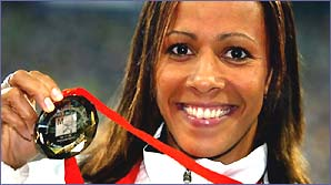 Kelly Holmes shows off her European Championships bronze medal