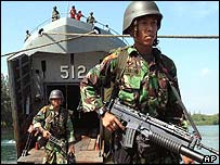 Indonesian troops disembark in Aceh