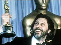 David Puttnam holds his Oscar aloft