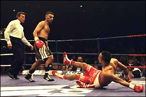 Hamed knocks out Wilfredo Vazquez in 1998