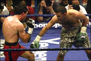 Naseem Hamed unimpressively outpoints Spaniard Manuel Calvo in London