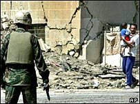 US soldier confronts Iraqi civilian in Baghdad
