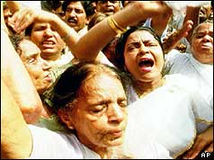Indian women weeping after hearing of Rajiv Gandhi's assassination