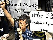 Demonstrators against Article 23