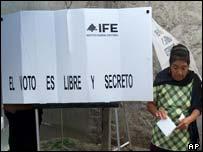 Polling station in San Martin de Las Flores