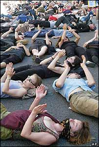 Artists stage a die-in in Avignon