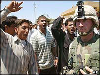 Iraqis taunt US soldier in Falluja