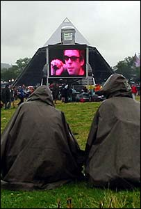 Fans watching Echo and the Bunnymen