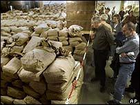 Germans viewing Stasi files