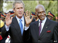 US President George Bush (left) with Senegalese President Abdoulaye Wade