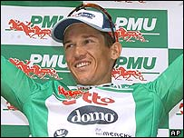 Robbie McEwen on the podium after the end of Tuesday's stage